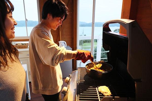 同時進行での調理は、2人のコンビネーションが試されます!