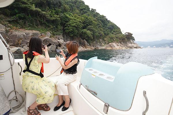 スマートフォンを海に落とさないか、ハラハラしながらの撮影も!